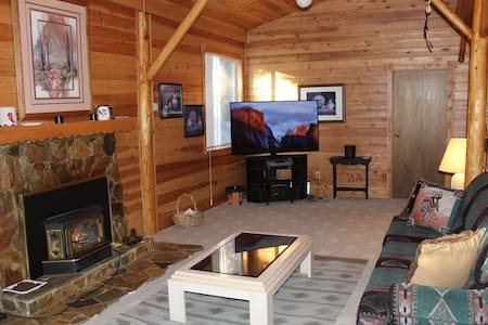 3 Bedroom Cabin, 20 miles to Yellowstone, WIFI - Island Park