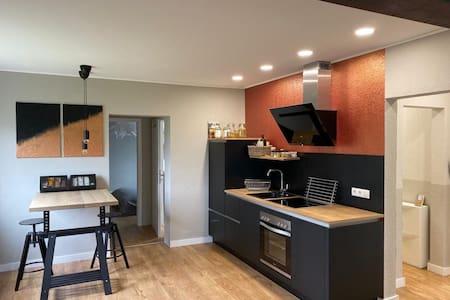 Moderne Wohnung mit Garten