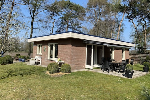 Alluring Holiday Home in Reutum-Weerselo with Jacuzzi