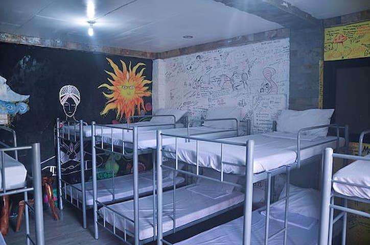 Yang Hostel (Barkada room)