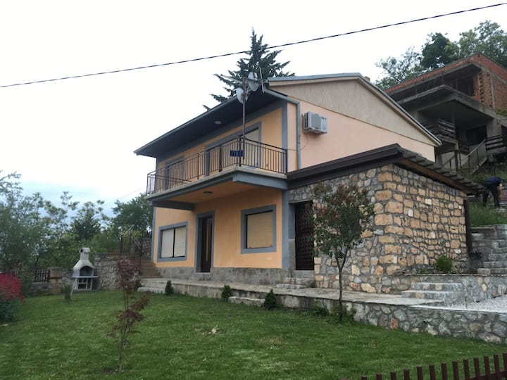ANE House - great lake view ( First floor)