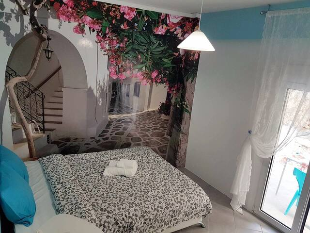 Renovated,near metro with backyard,Acropolis 10min