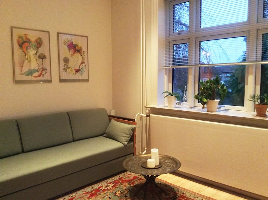 the Sofa with view to the garden