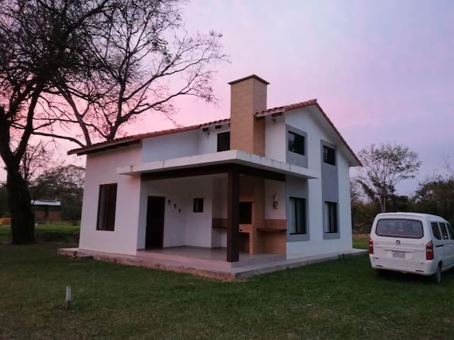 Cabaña Lujosa y Naturaleza Exótica en Guarayos