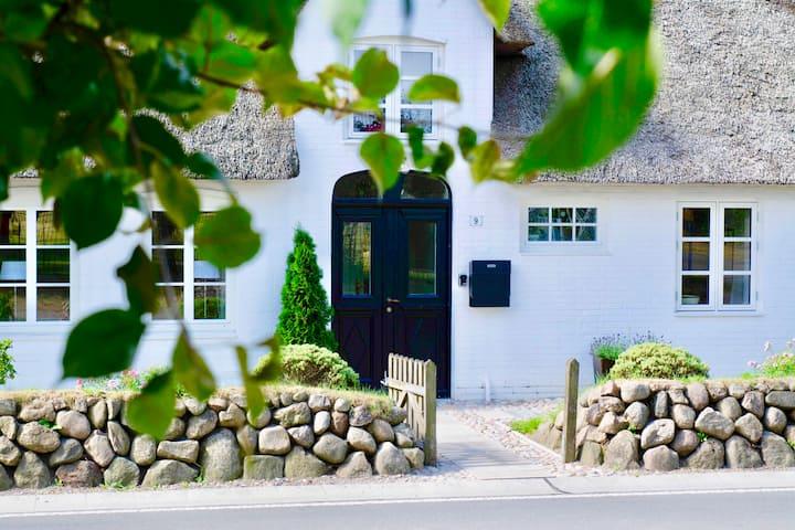 Landhaus Bosbüll Huus ☆ Urlaub im Reetdachhaus