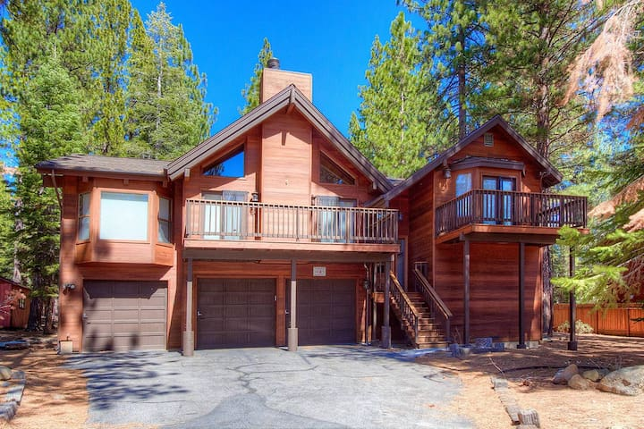 Large Incline Home w/3 Decks, BBQ, Fireplace. By Beach and Forest (IVH1040)