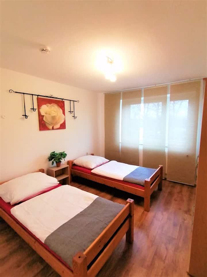 2 Zimmer Apartment mit Balkon in Hannover auf Zeit