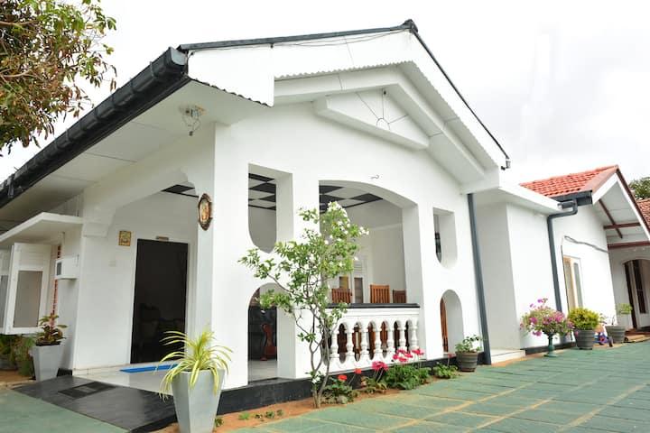 Royal Residence Negombo-Deluxe Double Room