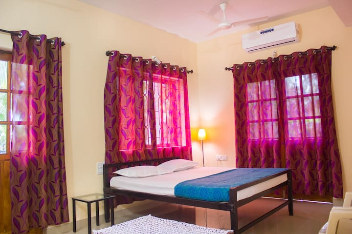 Deluxe AC Room At Saligao - Saligao - Guesthouse