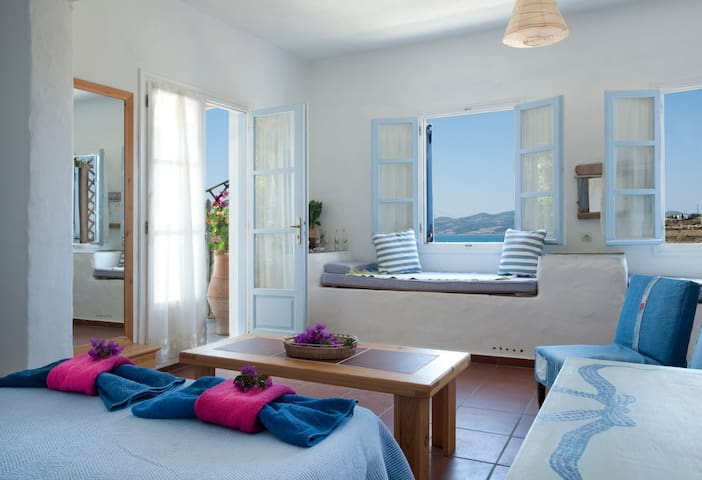 "HUGE sea view terrace, ""Valdan"" studio - Paros - Daire"