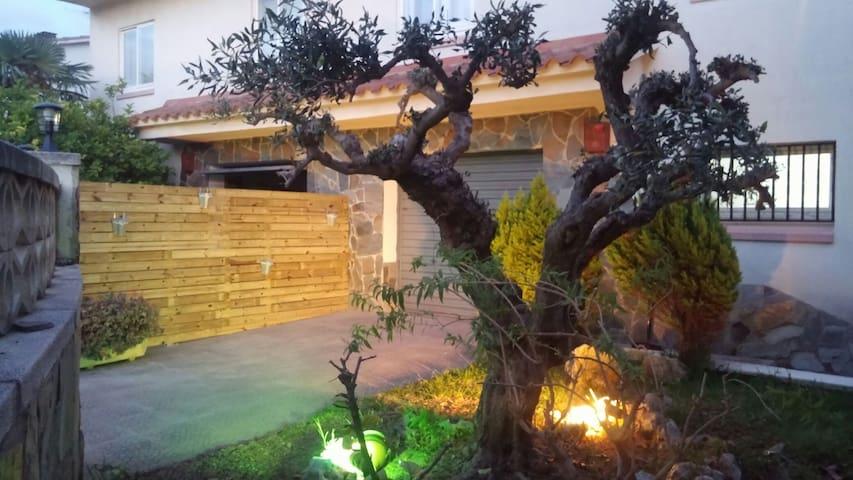 Casa 3 hab. Jardin Bbq Piscina Jacuzzi - El Mas Mel - Hus