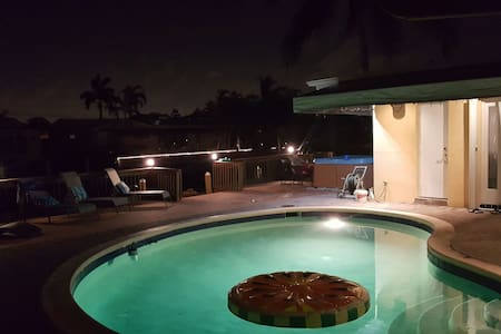 WATER HOME GETAWAY HOT TUB AND POOL - Fort Lauderdale - Ház