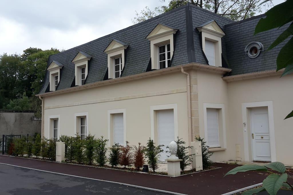 chantilly 2 kms appt de 50 m2 appartements louer. Black Bedroom Furniture Sets. Home Design Ideas