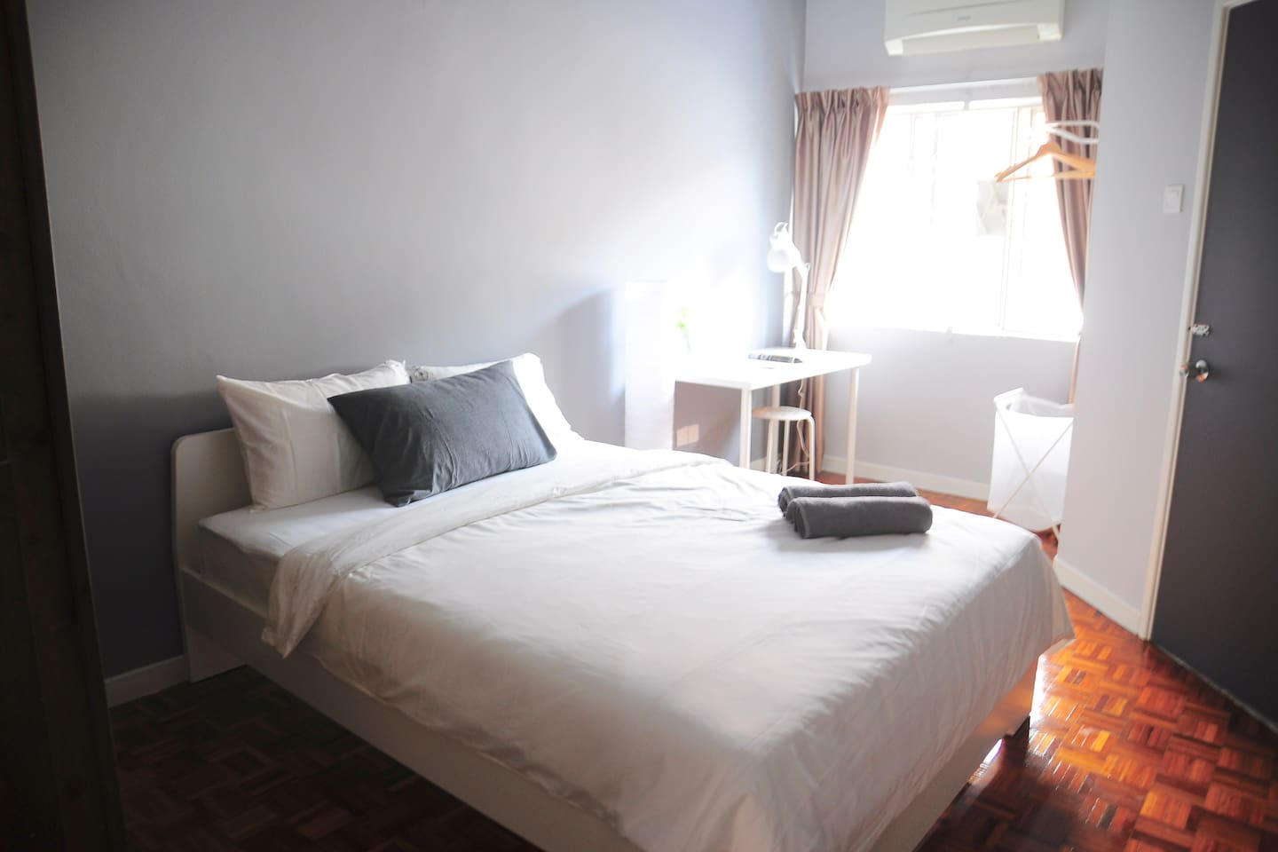 2nd Floor Standard Queen Room with 1 Queen Bed, Smart TV with 100+ Channels and Shared Attached Bathroom