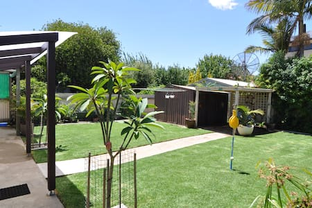 Semaphore-The Shack: Pet Friendly House near Beach