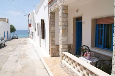 Villa Capri, con vistas al mar, 3 dormitorios y 2 - Marina di Mancaversa - Ház