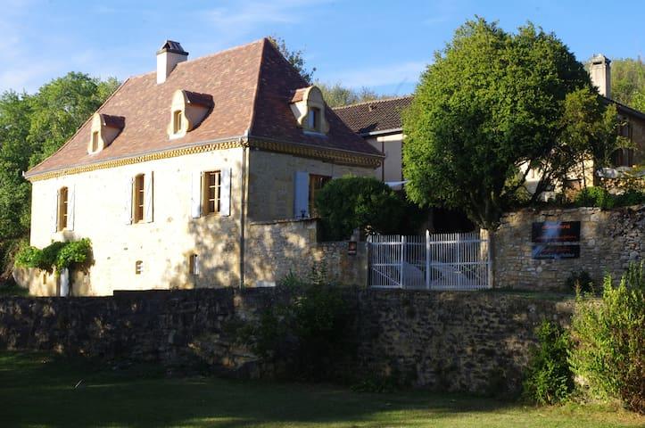 """l'ostal d'ocra"", chambre d'hôtes .r. avec piscine - Saint-Pompont - Casa de huéspedes"