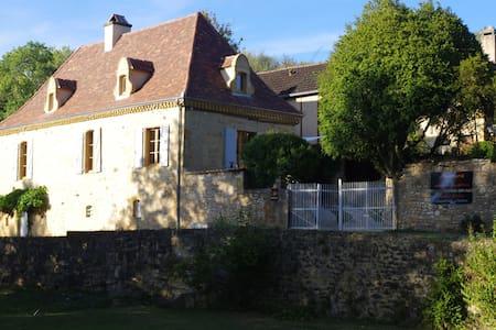 """l'ostal d'ocra"", chambre d'hôtes .r. avec piscine - Saint-Pompont - Pensió"