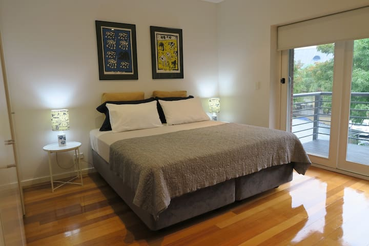 City-Fringe Modern large 95 sqm Town House - Kent Town - Townhouse