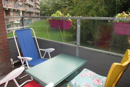 Spacious flat with green view close to station - Lakás