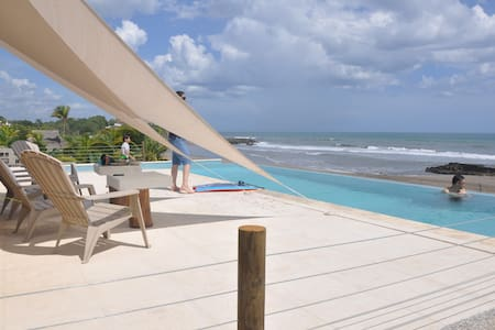 Oceanfront * Spectacular Infinity edge pool