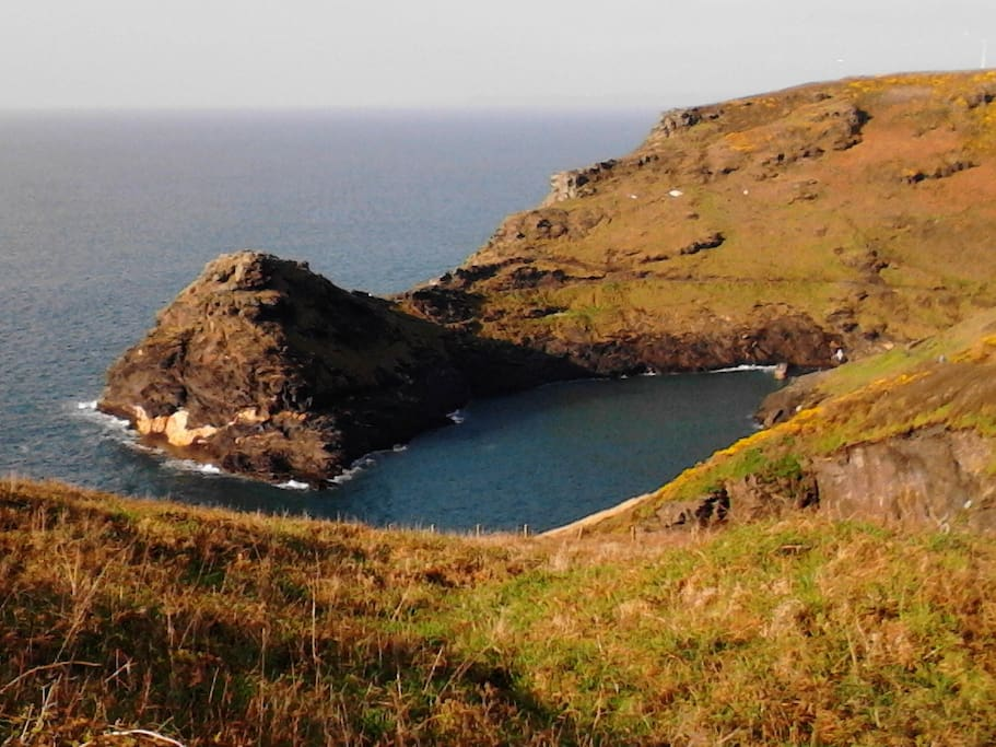 Boscastle Harbour is spectacular for walking or swimmimg on the high tide, 15 min walk