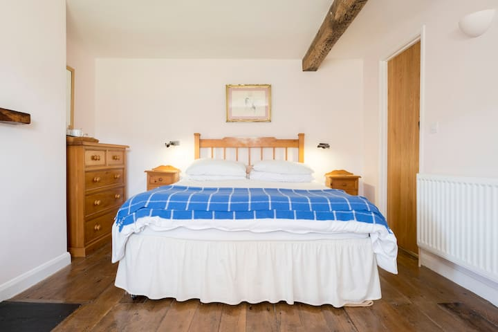 Welsh Farmhouse, Traditional B&B (double ensuite)