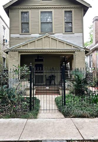 Carrollton House: Orchid 2BR/2BA Apartment - Nowy Orlean - Dom
