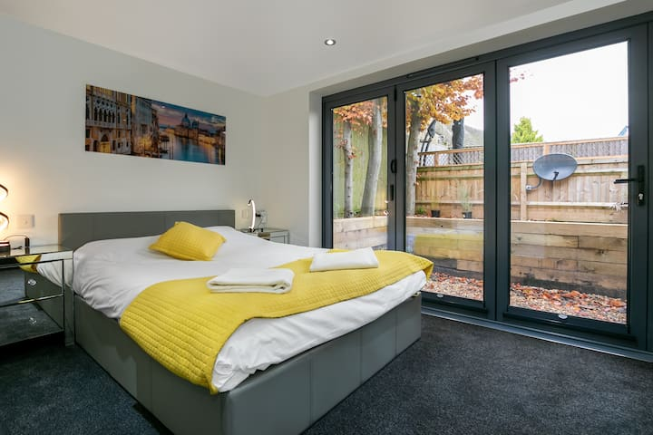 The Studio  |  10 mins from Bicester Village
