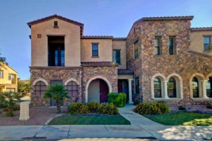 Ocotillo Executive Townhouse