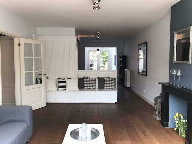 Bed & Bathroom in Rivierenbuurt - Amsterdam - Huoneisto
