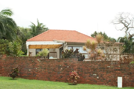 Lovely Home with pool and wonderful sea views - Umkomaas - House