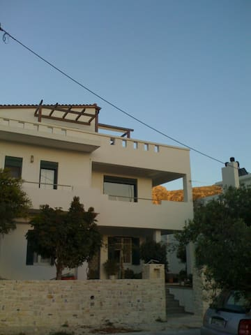Comfortable floor apartment 123 m2 - Ierapetra - Apartamento