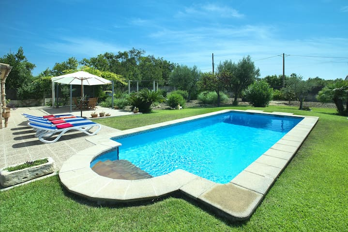 Enjoy in Villa Margarita Walking Distance to the Beach
