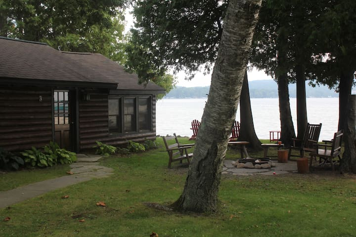 The Lakeside Cabins @ Rustic Resort - Honor - Houten huisje