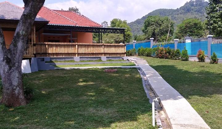 Villa nyaman di Sari Ater, Lembang (Fas Lengkap)