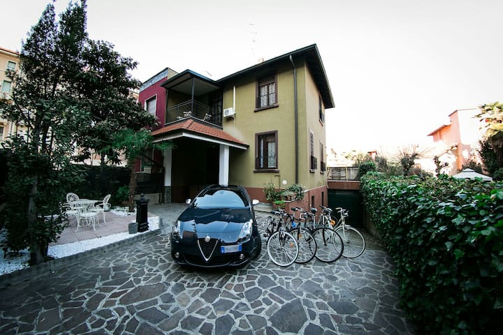 VILLA in the heart of MILANO ( x 6 persone )