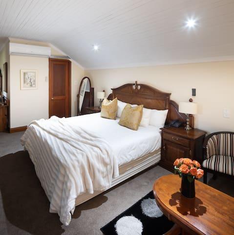 Royal Oak Family Suite