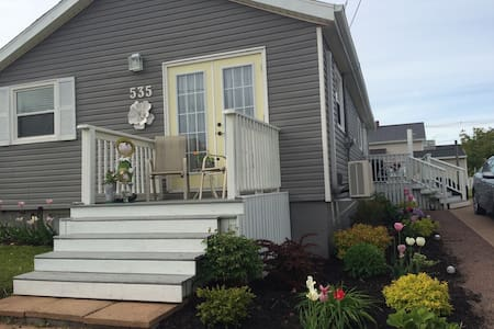 Modern, cozy home away from home! - Summerside