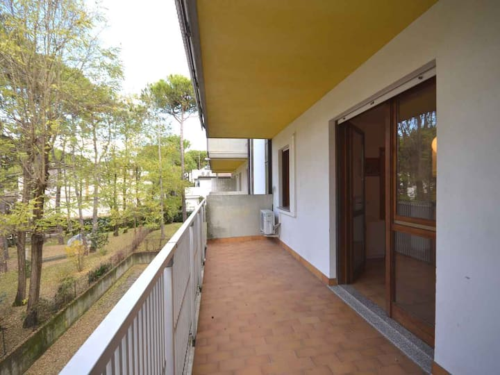 apt for 3+2 persons with a/c in Lignano R102702