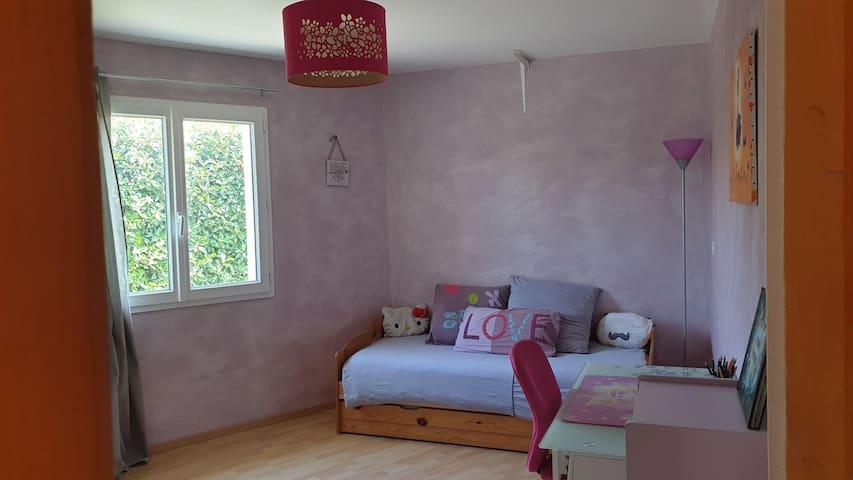 Chambre enfant avec lit gigogne (2 lits simples)