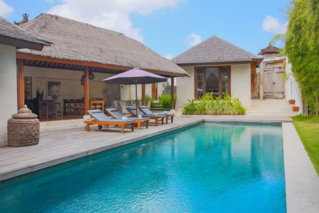 Plunge Champagne pool view pool view room