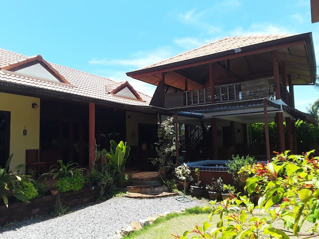 Romantic cottage 300 mtrs.from Sam Roi Yot  beach