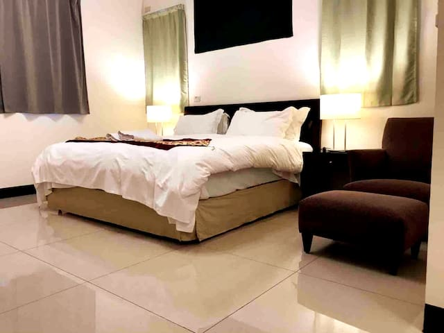 1double bed suite with bath room 57121