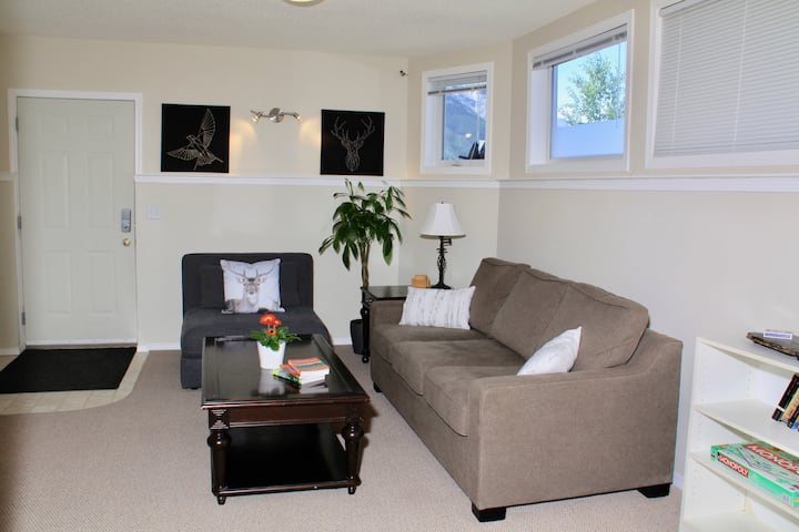 Bright and Spacious Suite in Canmore