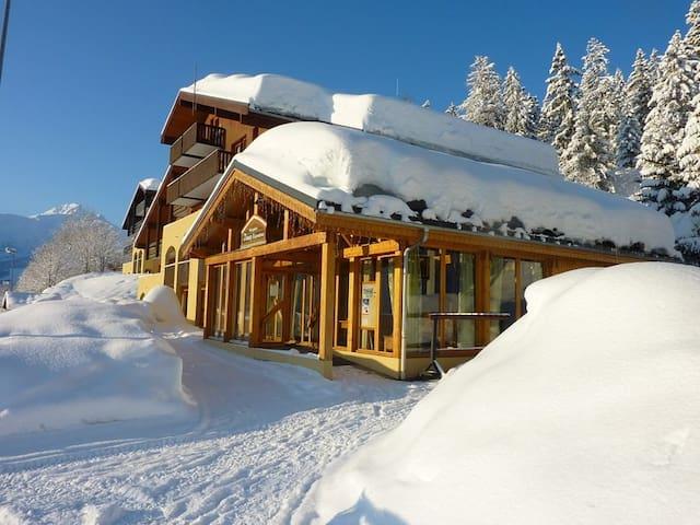 Endroit Super! Appartement Confortable Au Pied des Pistes | Terrasse Privée + Casier à Skis