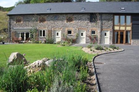 Ty Nant, Garth Barns, Llanidloes - Powys - House