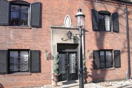 Charming Shadyside Home with Private Room and Bath - Pittsburgh