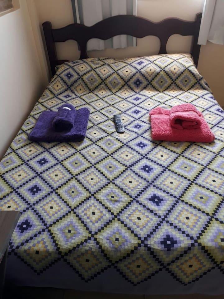 Cama de casal com colchao de media densidade