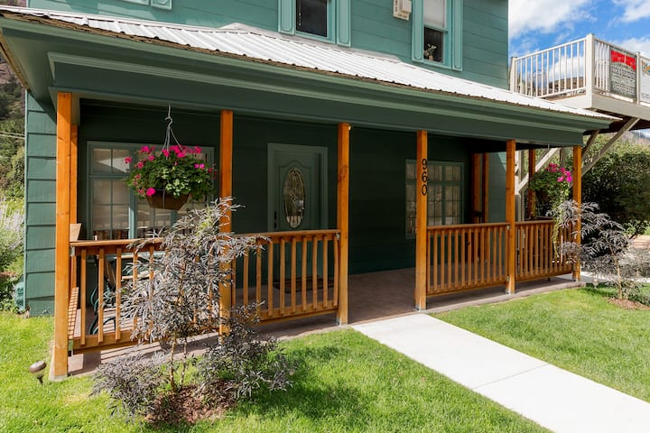"Ouray Hot Springs Condo - ""Main Street Condo"" - Pet Friendly"